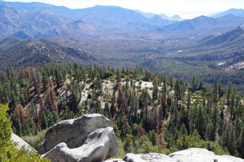 Vaateid Dome Rock'ilt: Kerni jõe ürgorg lõuna Sierra Nevadas