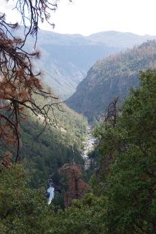 Yosemite oru vaateid. Põhjas Merced jõgi.