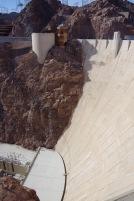 Veel pilt Hooveri paisu raskelt hoomatavaist mõõtmeist.