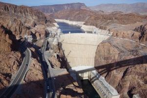 Siin ta on - kurikuulus Hooveri pais oma täies hiilguses. Pildistatuna paisult kõrvale viidud uue maantee sillalt.