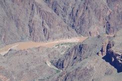 Siin orupõhjas on näha isake Colorado oma loomulikus sängis ja toonis, mis jõele nimegi andnud.
