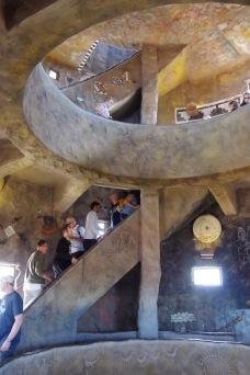 Kõrbevaatetorni sisemus oli välimusega kooskõlas. See on siiski üsna kaasaegne ehitis, mis vaid matkib esiisade stiili.
