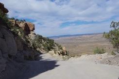 Laskumine rustikaalse teega platoolt, kuhu GPS mind jäärapäiselt oli suunanud.