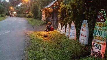 Varahommik leiab mind pakituna La Ruka hosteli ees bussi ootamas. Küla magab veel. On aeg edasi liikuda.