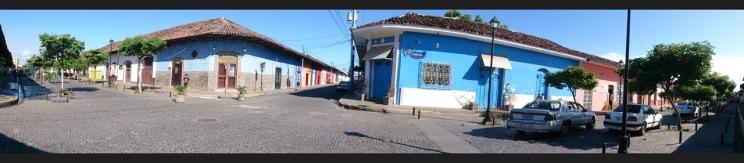 La Calzada ja El Martirio ristmik hotelli ees.