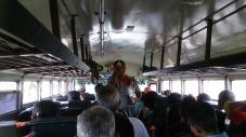Managua bussis on üks kaubareisija alustanud oma toodete valjuhäälset reklaami. Mõned pärast ostsid ka.