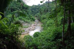 Sooja jõe kõrgel kaldal Aguas Calientes'