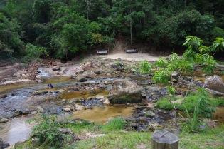 Keskel, kus üks paarike voogudes vedeleb, saavadki täpselt kokku kuum ja külm jõgi. Väga iseäralik kogemus.