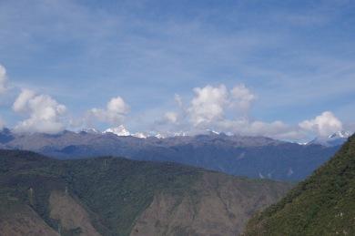 Siit 2400m kõrguselt paistavad kätte Andide kõrgemad lumised tipud.