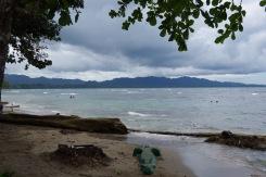 Ujumiseks ei sobi mitte kõik kohad siinsel rannikul. Puerto Viejo südames on selleks vaid lühike rannaala.