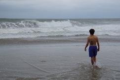 Sergio otsustab ujuma minna. Vahet pole, mis värvi need lipud rannas.