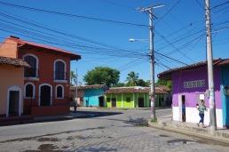 Veel värvilisi suhteliselt tühjasid tänavaid