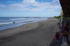 Surf hosteli kaader hommikuses lainemeditatsioonis